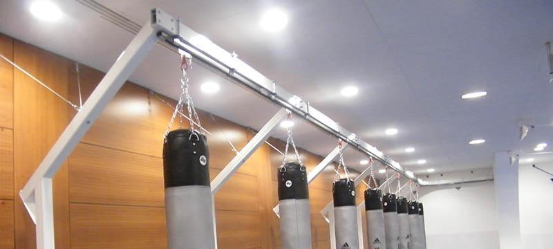 Support pour sac de frappe savoir faire le bon choix elliptiforme - Comment fixer un sac de frappe au plafond ...