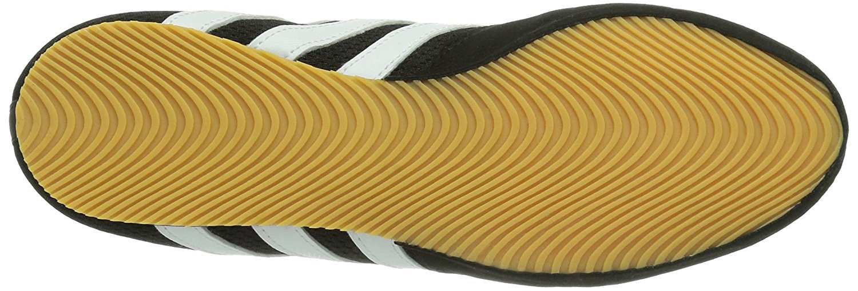 1a37dde29b Ce chaussures de marque Adidas sont dotés d'une tige robuste qui va avoir  pour but de garder vos pieds au frais. Elles possèdent également une  fermeture à ...