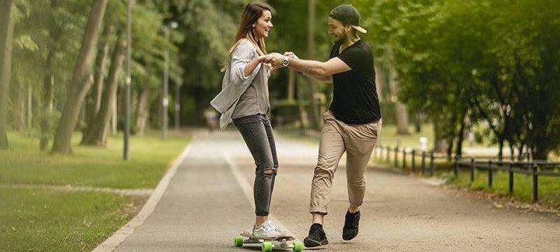 Homme et femme en longbord
