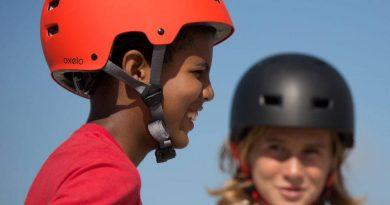 Enfant portant un casque de skate Oxelo
